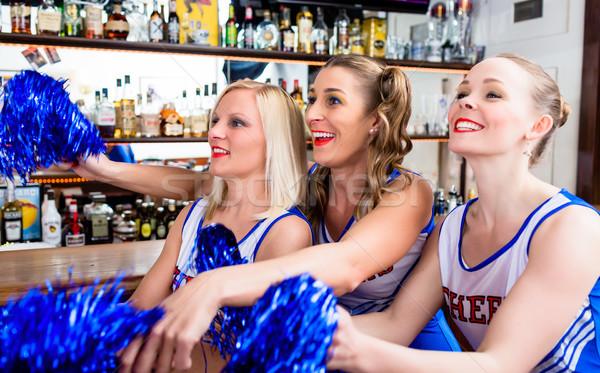 グループ チアリーダー 女の子 を見て ゲーム お気に入り ストックフォト © Kzenon