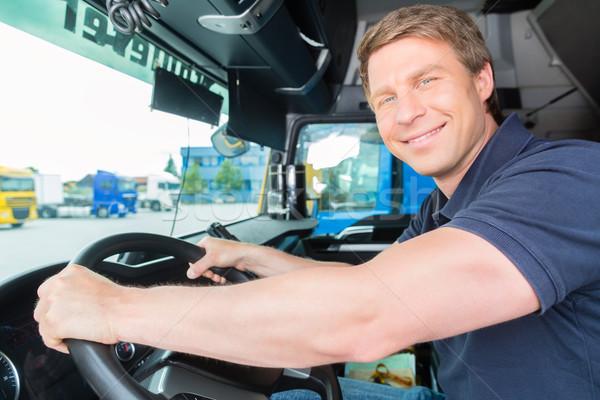 Stockfoto: Vrachtwagen · bestuurder · cap · logistiek · trots · industrie