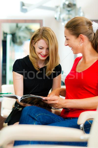 Nő fodrász haj új hajszín nők Stock fotó © Kzenon