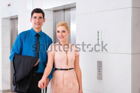カップル 待って ホテル エレベーター リフト 女性 ストックフォト © Kzenon