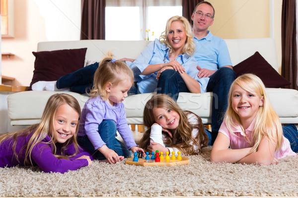Család játszik társasjáték otthon padló nő Stock fotó © Kzenon