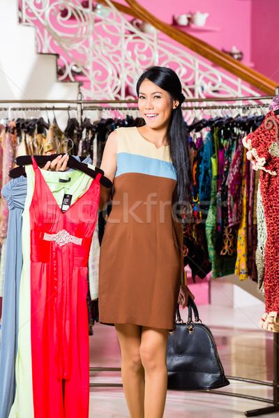 Asian kobieta zakupy moda sklepu młoda kobieta Zdjęcia stock © Kzenon