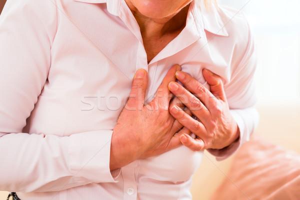 Senior attacco di cuore home vecchia seno Foto d'archivio © Kzenon