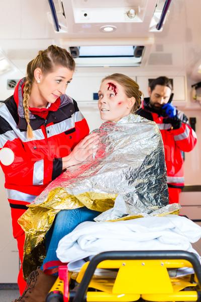 Ambulans yardım yaralı kadın acil durum doktor Stok fotoğraf © Kzenon