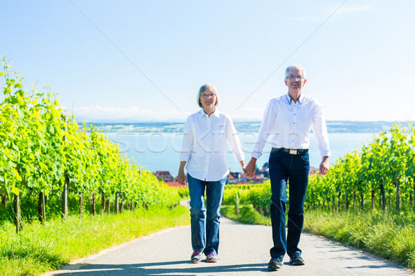 ストックフォト: 徒歩 · 畑 · 女性 · 男 · カップル
