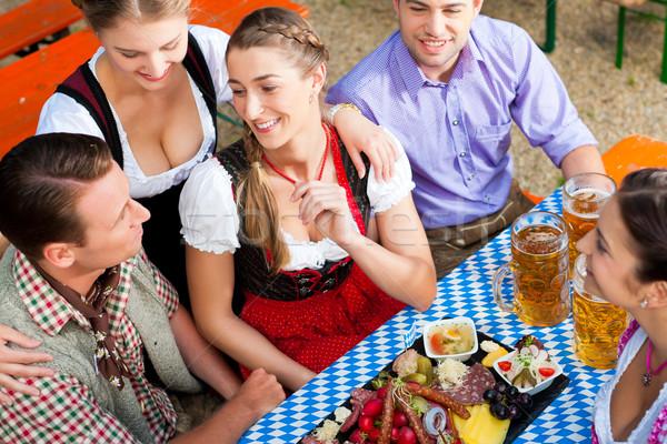 Photo stock: Bière · jardin · amis · table · collations · arbre
