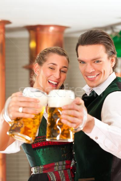 Hombre mujer cerveza vidrio cervecería gafas Foto stock © Kzenon