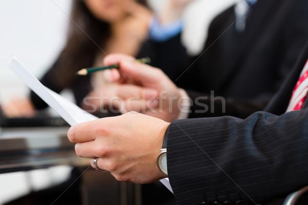 ビジネスの方々  会議 オフィス 座って ワークショップ ビジネス ストックフォト © Kzenon