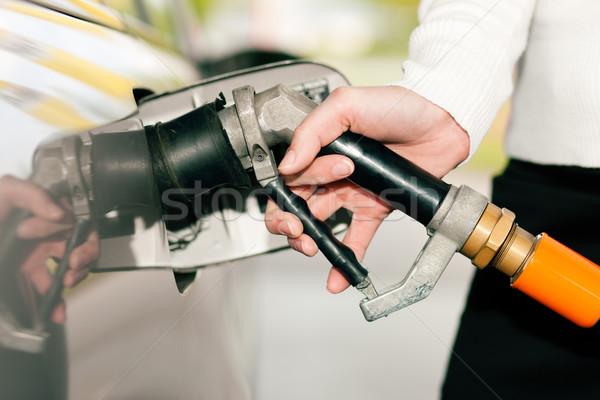Nő megtankol autó benzin kéz benzinkút Stock fotó © Kzenon