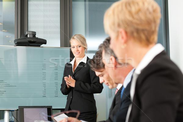 Business presentatie team vrouwelijke collega permanente Stockfoto © Kzenon