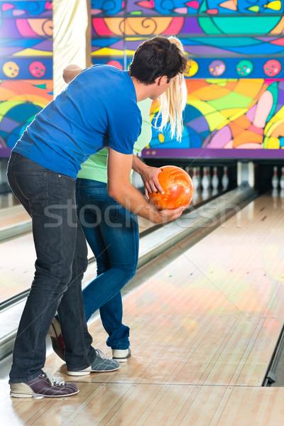 Сток-фото: молодые · люди · играет · боулинг · друзей