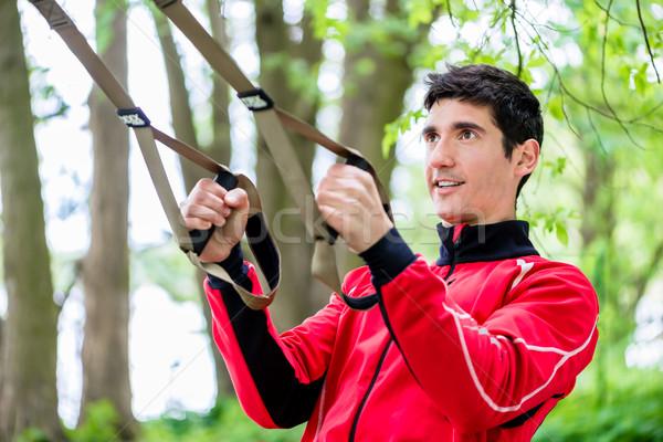 Férfi sport képzés csúzli edző boldog Stock fotó © Kzenon