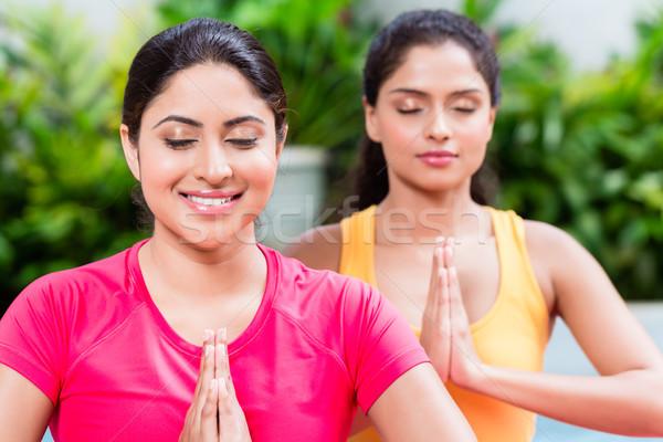 Dos mujeres loto posición yoga práctica dos Foto stock © Kzenon