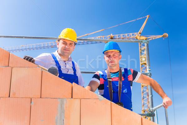 Foto stock: Trabalhadores · edifício · casa · guindaste · dois