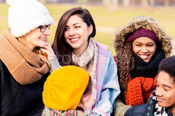 Fiatalok jó idő együtt kint több nemzetiségű Stock fotó © Kzenon