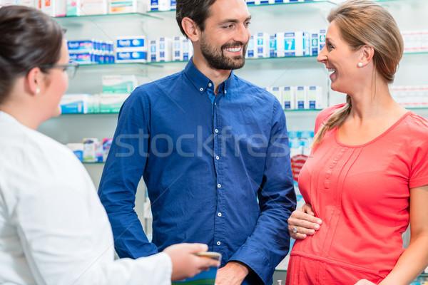 Nő férfi gyógyszertár vásárlás beszél eladó Stock fotó © Kzenon
