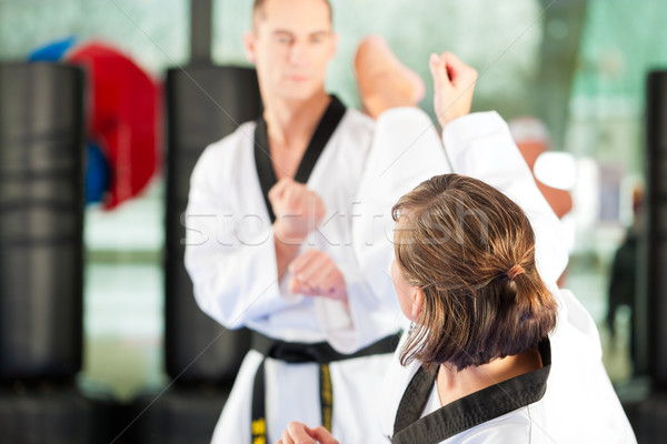 Küzdősportok sport képzés tornaterem emberek testmozgás Stock fotó © Kzenon