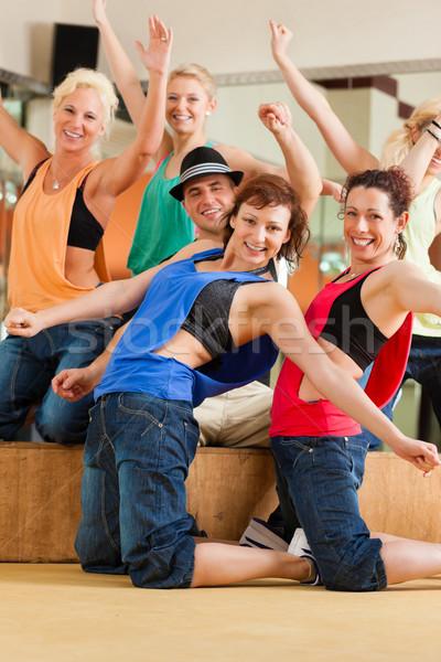 Zdjęcia stock: Zumba · młodych · ludzi · taniec · studio · siłowni · sportowe