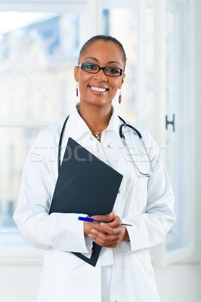 Ritratto giovani femminile medico clinica nero Foto d'archivio © Kzenon