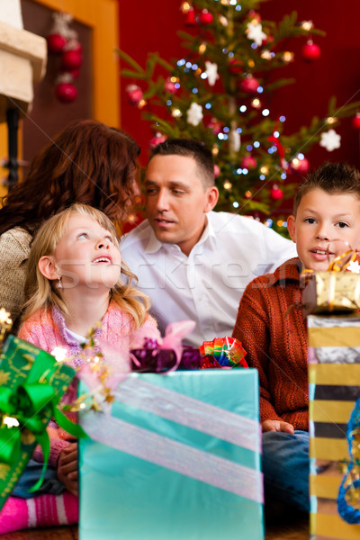 Рождества семьи подарки рождество счастливая семья родителей Сток-фото © Kzenon
