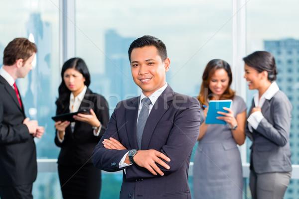 Asian gens d'affaires réunion bureau portrait homme d'affaires Photo stock © Kzenon