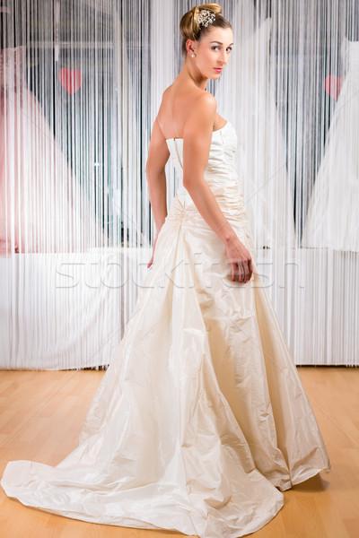 Nő esküvői ruha bolt menyasszonyi ruha esküvő divat Stock fotó © Kzenon