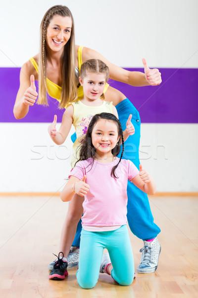 Dans leraar kinderen zumba dansen klasse Stockfoto © Kzenon