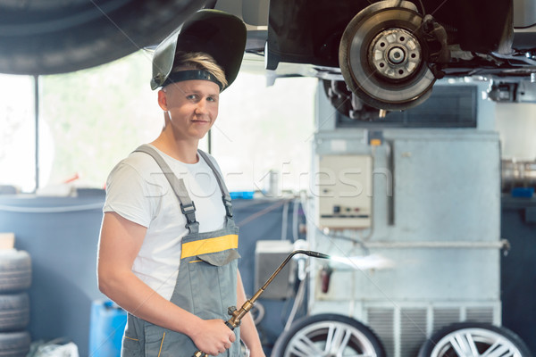 Retrato guapo mecánico de automóviles mirando cámara jóvenes Foto stock © Kzenon