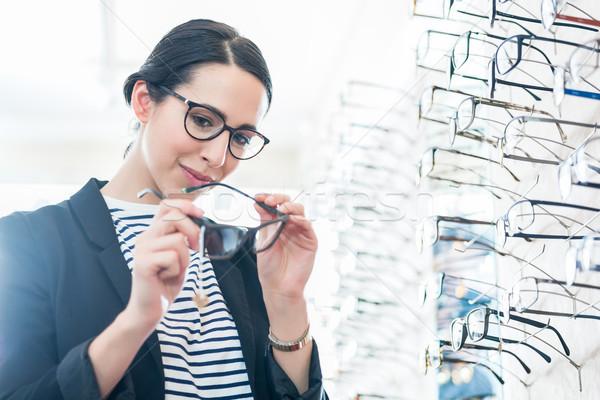 Kadın gözlük gözlükçü depolamak iş gözler Stok fotoğraf © Kzenon