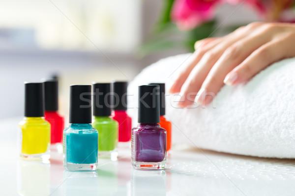 Nő manikűrös manikűr színes körömlakk kezek Stock fotó © Kzenon