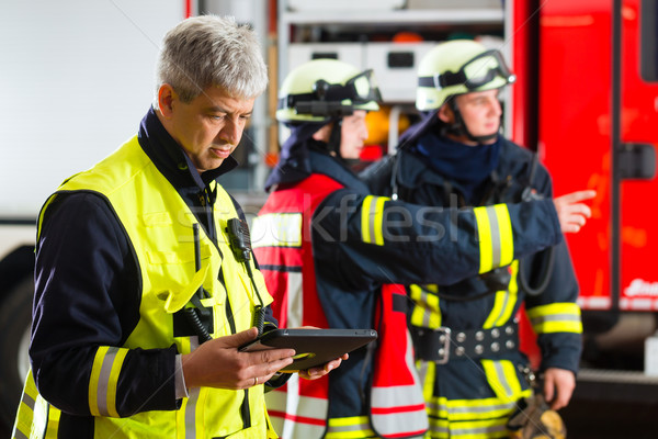 deployment planning on Tablet-Computer Stock photo © Kzenon