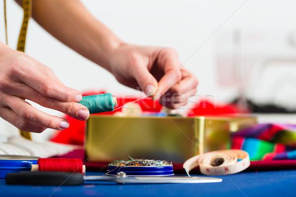 Divat designer szabó dolgozik stúdió szabadúszó Stock fotó © Kzenon