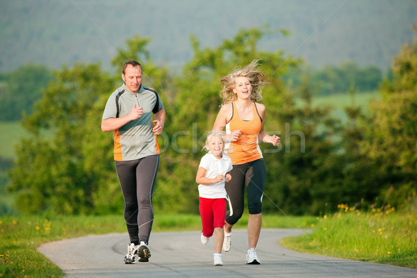 ストックフォト: 家族 · ジョギング · 屋外 · 子供 · 子供 · 自然