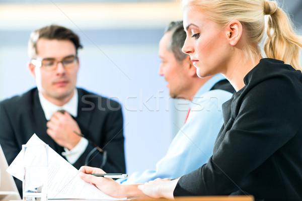 üzlet megbeszélés irodai emberek dolgozik irat iroda Stock fotó © Kzenon