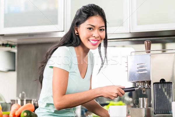 Asiático mulher café expresso cozinha menina Foto stock © Kzenon