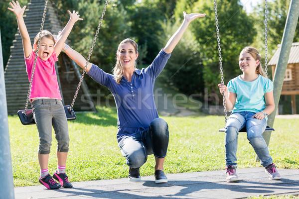 Család kettő lányok anya játszótér hinta Stock fotó © Kzenon