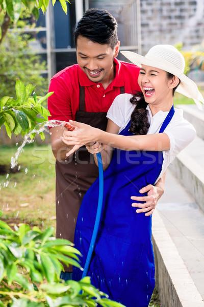 Jovem asiático casal risonho cultivado Foto stock © Kzenon