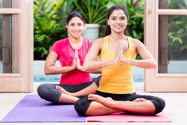 Két nő lótusz pozició jóga gyakorlat kettő Stock fotó © Kzenon
