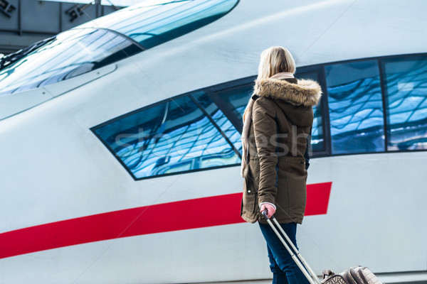 Mujer espera tren equipaje estación listo Foto stock © Kzenon