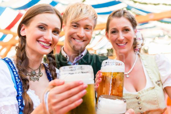 Barátok sör szemüveg sátor három vásár Stock fotó © Kzenon