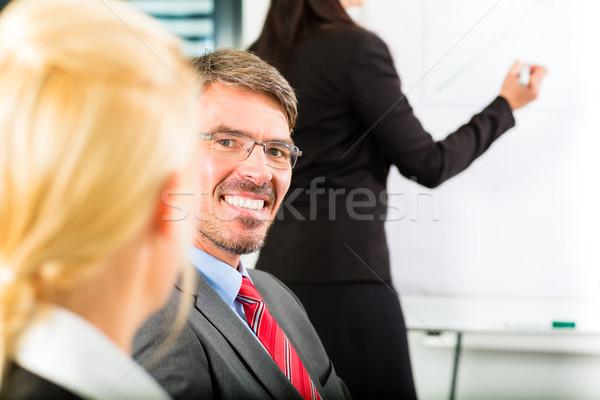 üzlet üzletemberek csapat megbeszélés műhely iroda Stock fotó © Kzenon