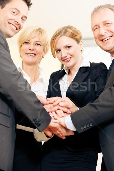 üzletemberek kezek együtt erős szimbólum elhatározás Stock fotó © Kzenon