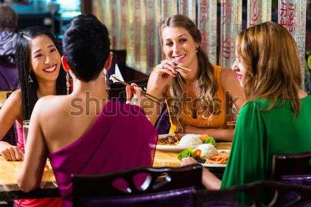 Cinese uomini d'affari pranzo elegante ristorante quattro Foto d'archivio © Kzenon