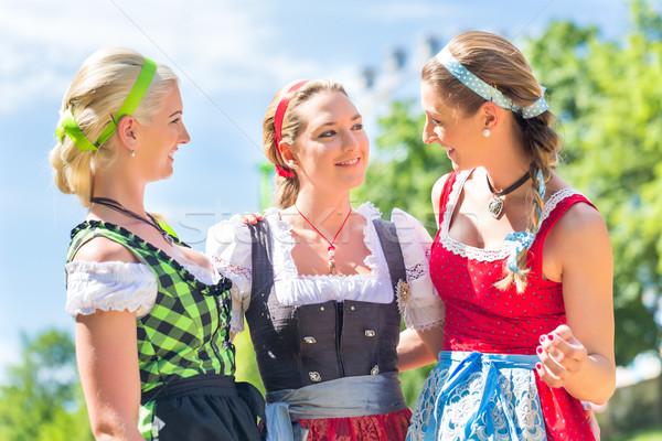 Vrienden eerlijke vrouwen kostuum leuk Stockfoto © Kzenon