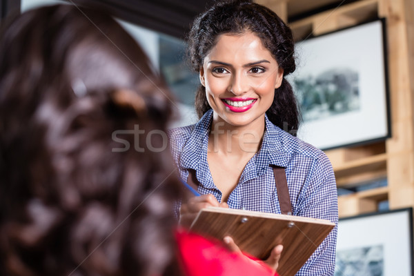 Photo stock: Serveuse · indian · restaurant · café · femme