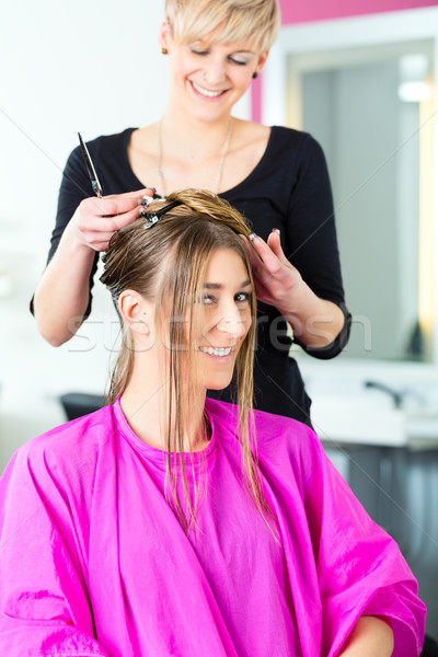 Nő frizura haj stylist fodrász vág Stock fotó © Kzenon