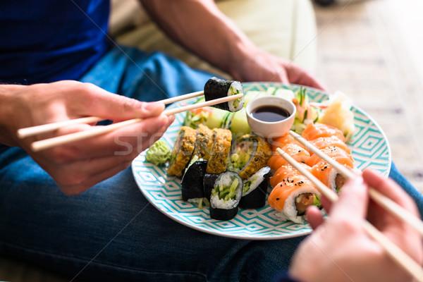 Traditioneel romantische diner handen Stockfoto © Kzenon