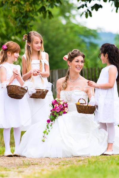 Menyasszony esküvői ruha esküvő virág gyerekek koszorúslány Stock fotó © Kzenon