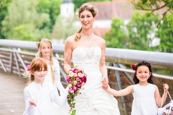 Menyasszony esküvői ruha híd esküvő pár vőlegény Stock fotó © Kzenon
