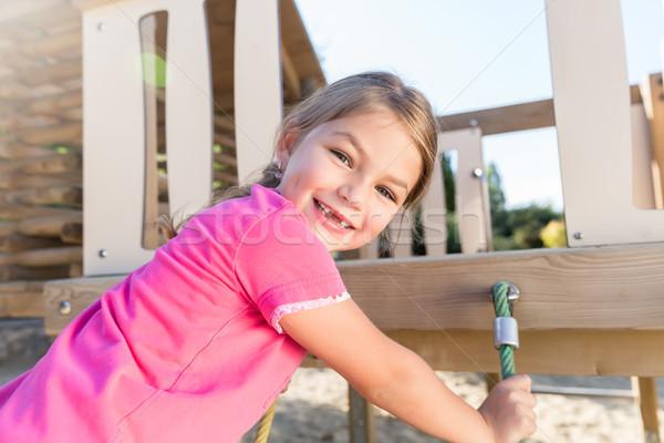 小女孩 攀登 冒險 操場 丟失 孩子 商業照片 © Kzenon